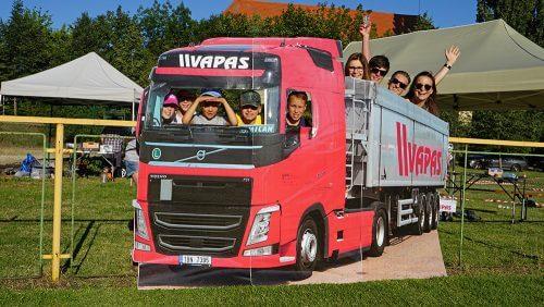 Fotokoutek náklaďák ve firemních barvách obohatí zážitek z vaší akce