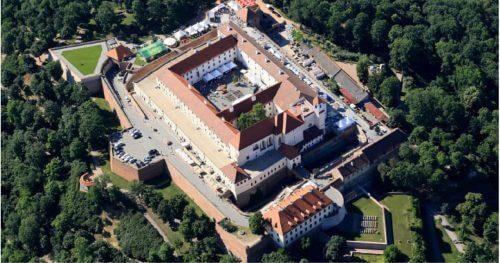 RC Auta Event - Doporucene lokality pro firemni akce - web 518x2727 - hrad spilberk - brno