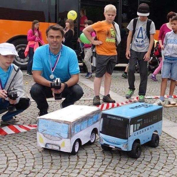 Dva Iveco Busy připravené na nastoupení prvních cestujících ;)